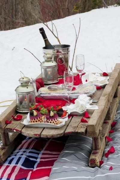 8-beautiful-romantic-table-setting-for-Valentine's-Day-ideas-picnic-snow-rose-petals-sledge