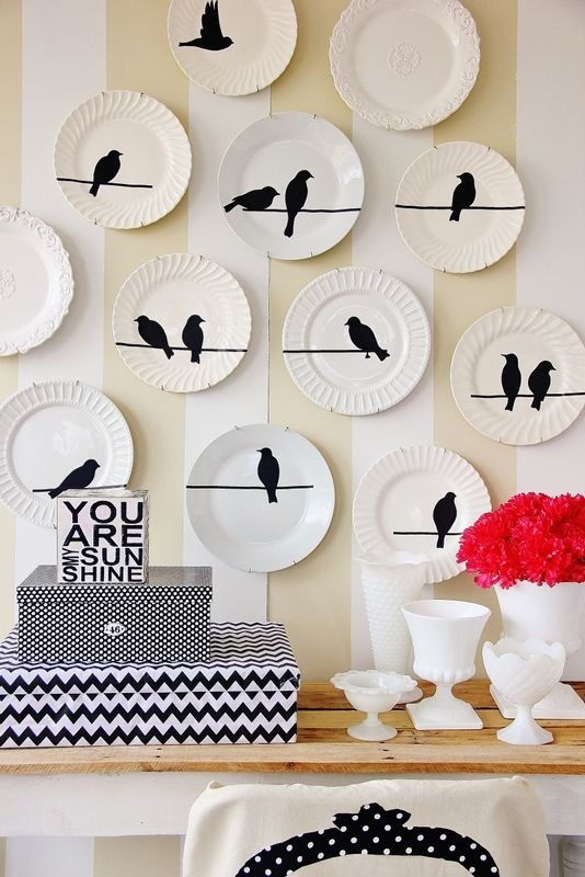 8-black-and-white-decorative-plate-hanging-on-wall-decor-ideas-bird-theme