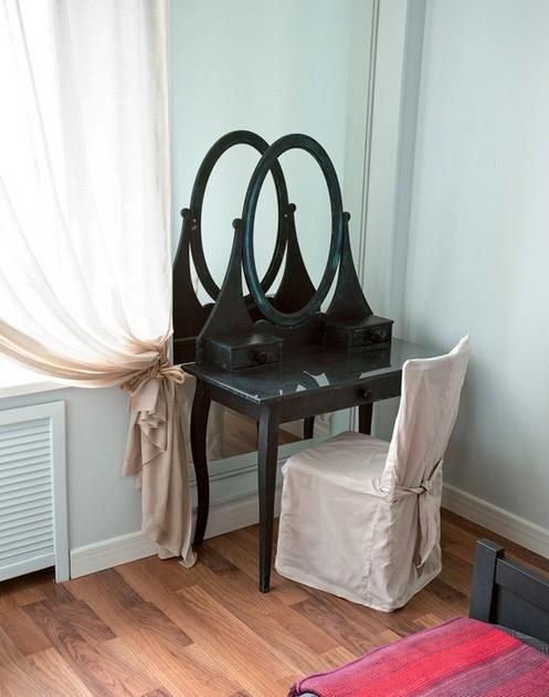 9-black-IKEA-dressign-table-oval-mirror-visual-illusion-big-ceiling-to-floor-mirror
