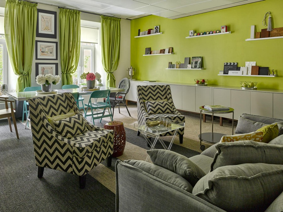 0-bright-cheerful-white-gray-and-green-office-interior-design-in-contemporary-style-coffee-table-arm-chairs-sofa-shelves-curtains-paintings-stripy-carpeting-herringbone-pattern-flowers