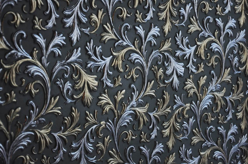 0-lincrusta-classical-style-wall-covering-in-interior-design-blue-silver-patina