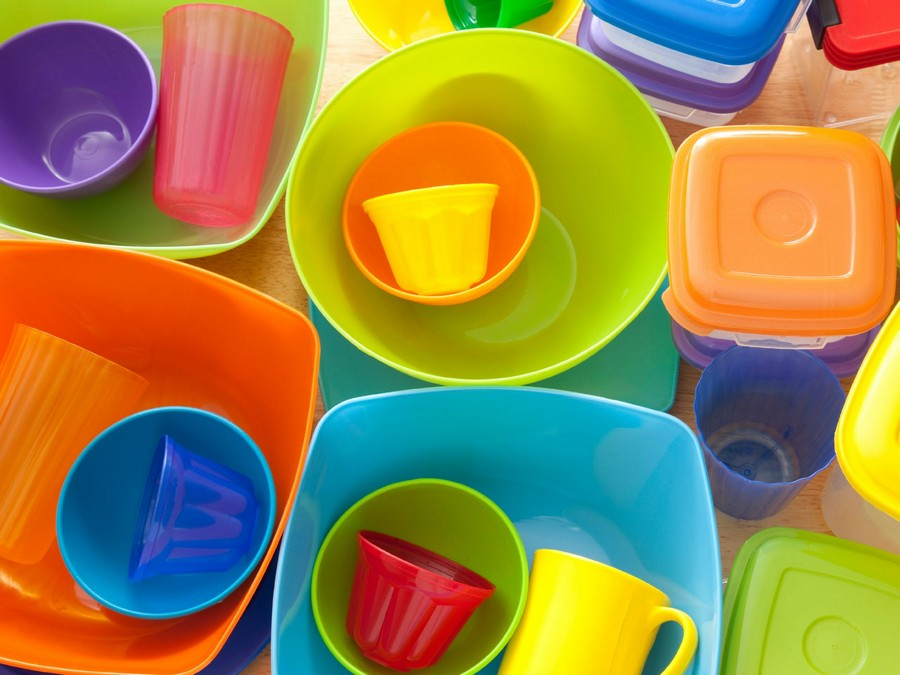 0-multicolor-plastic-dishes-bowls-cups-bright-yellows-red-blue-orange