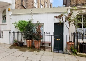 0-small-tiny-one-bed-bedroom-house-in-London-Islington-England-exterior