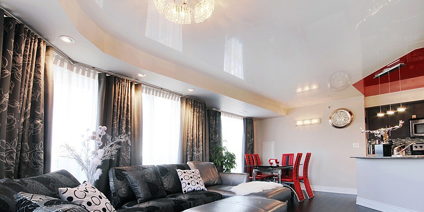 0-stretch-ceiling-in-interior-design-white-glossy-living-room
