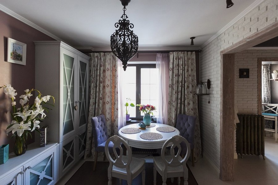 1-2-eclectic-provence-style-interior-design-living-dining-room-table-set-white-and-pink-floral-curtains-crossbars-on-furniture