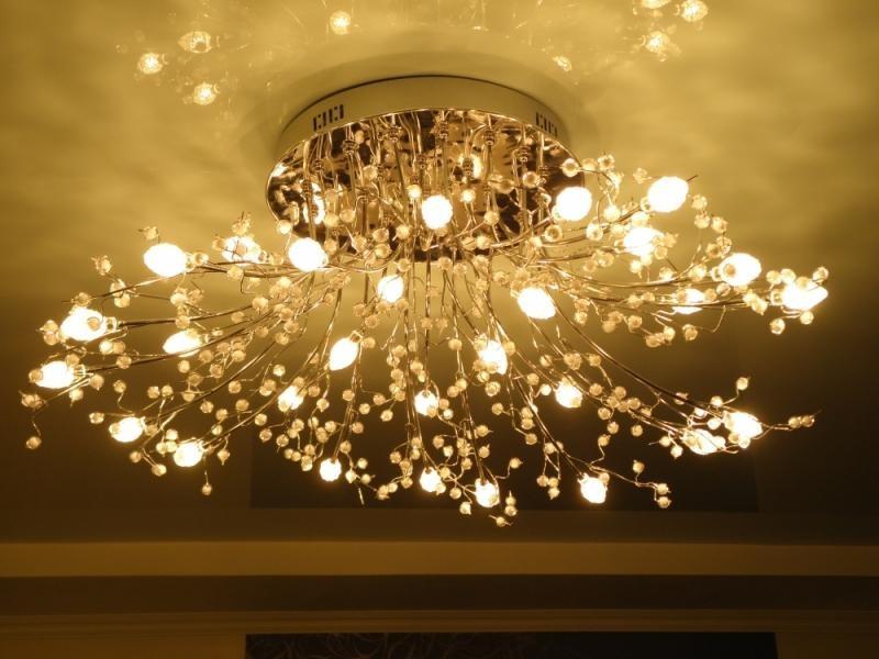 1-stretch-ceiling-in-interior-design-beautiful-chandelier