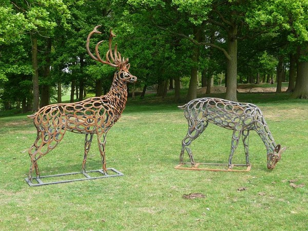 10-deer-and-stag-forgen-metal-garden-sculptures-art-from-horseshoes-by-Tom-Hill-England
