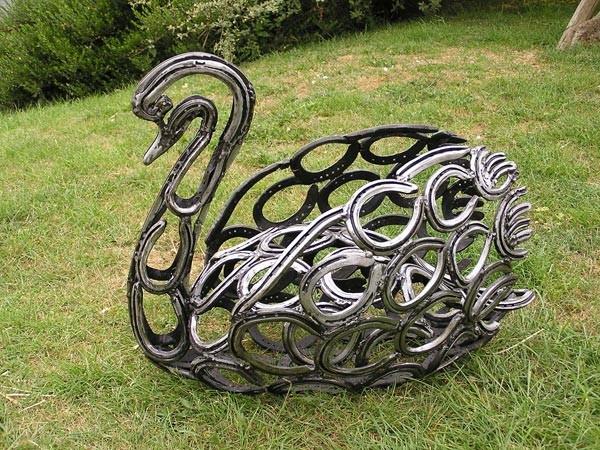 11-bird-swan-forgen-metal-garden-sculptures-art-from-horseshoes-by-Tom-Hill-England