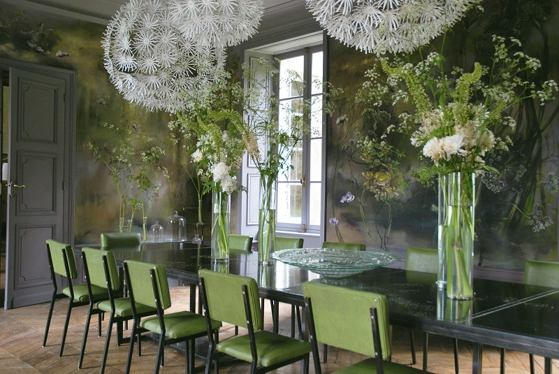 11-claire-basler-naturalist-painter-flower-paintings-nature-contemporary-artworks-painted-walls-in-interior-design-dining-room