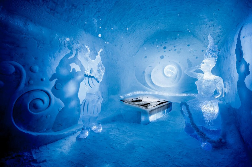 11-icehotel-sweden-cold-ice-room-interior-design-dancers-in-the-dark-hand-carved-ice-figures