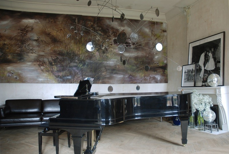 15-claire-basler-naturalist-painter-flower-paintings-nature-contemporary-artworks-painted-walls-in-interior-design-music-hall-room-piano