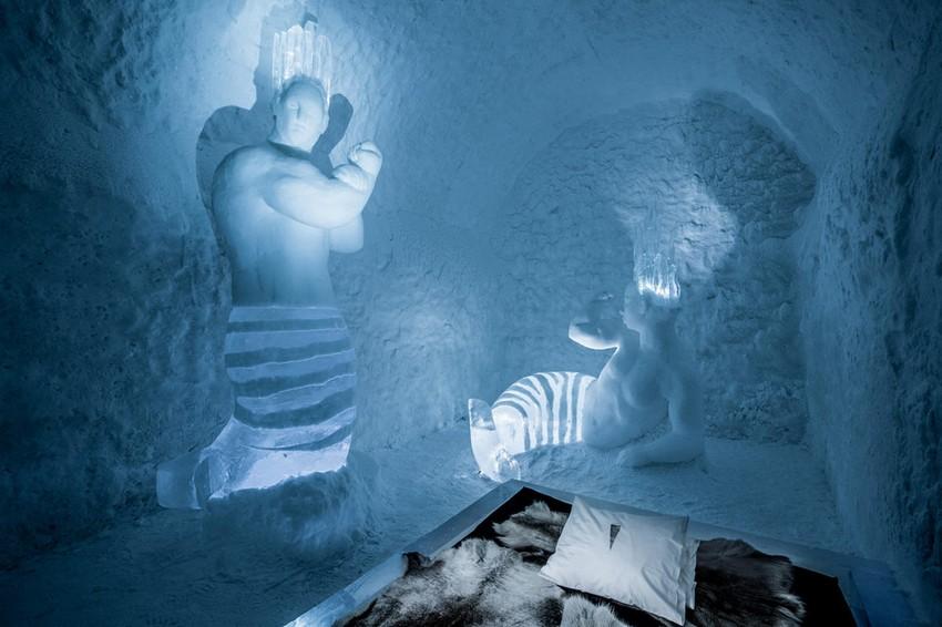 15-icehotel-sweden-cold-ice-room-interior-design-mermaid-bodybuilders-hand-carved-ice-figures