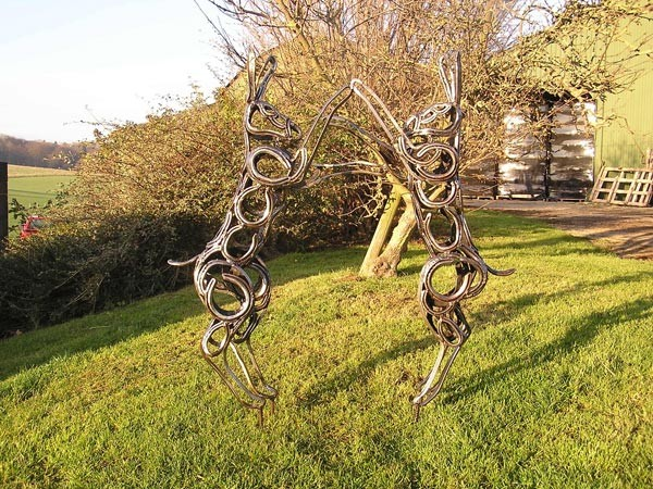 2-boxing-hares-forgen-metal-garden-sculptures-art-from-horseshoes-by-Tom-Hill-England