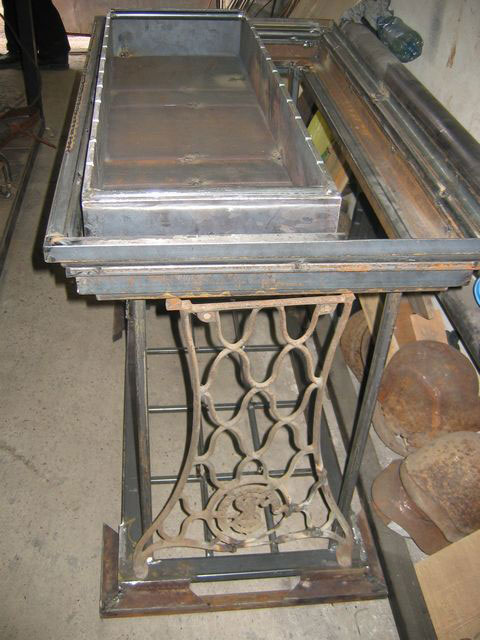 2-handmade-welded-fire-pit-grill-brazier-garden-from-old-vintage-treadle-sewing-machine-Singer-re-use-make-ideas-metal
