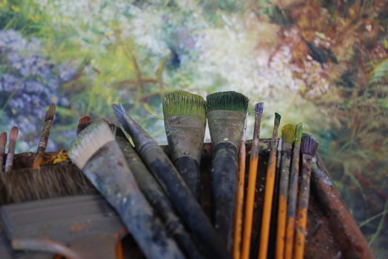 25-claire-basler-naturalist-painter-flower-paintings-nature-contemporary-artworks-paintbrushes