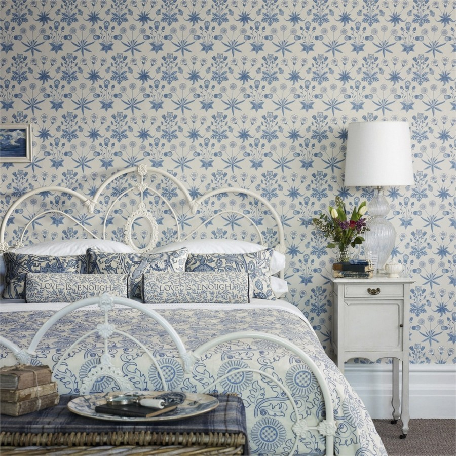 3-1-Morris-&-co-blue-and-white-floral-pattern-English-British-style-wallpaper-design
