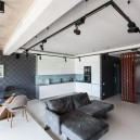 3-2-bachelor's-loft-style-apartment-open-concept-living-room-kitchen-interior-design-gray-concrete-ceiling-self-leveling-polymeric-floor-blue-wallpaper-track-lights-white-minimalist-sofa-table-chairs