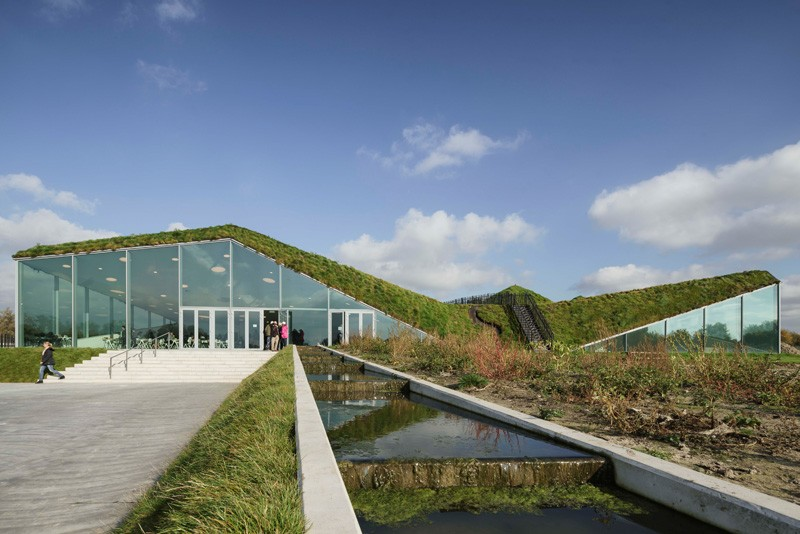 3-Biesbosch-national-park-museum-with-green-living-roof-in-Netherlands