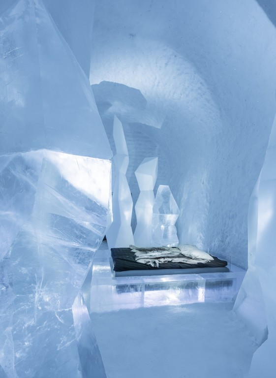 3-icehotel-sweden-cold-ice-room-interior-design-crystal-forest-stalagmites-hand-carved-ice-figures