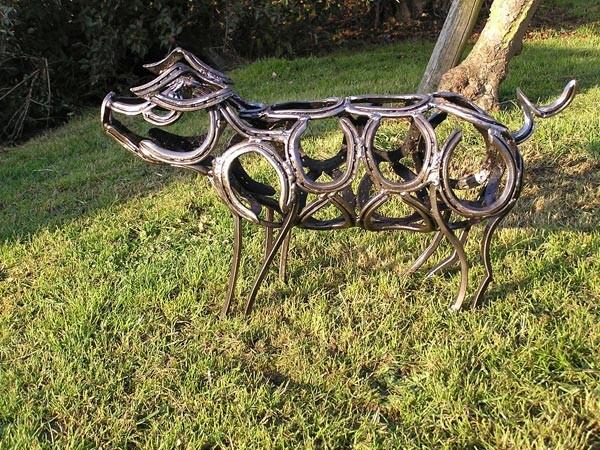 3-piglet-forgen-metal-garden-sculptures-art-from-horseshoes-by-Tom-Hill-England