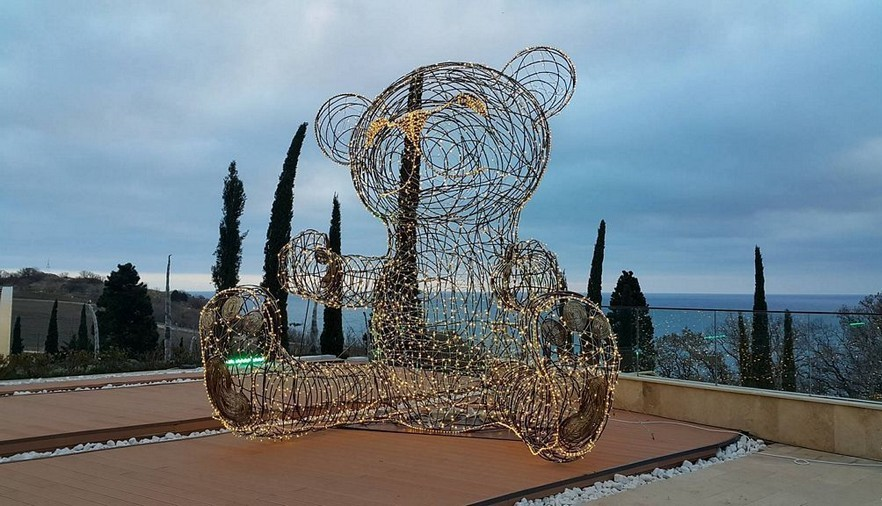 4-Vadim-Kuleshov-Russian-sculptor-metal-garden-sculpture-forged-art-big-teddy-bear