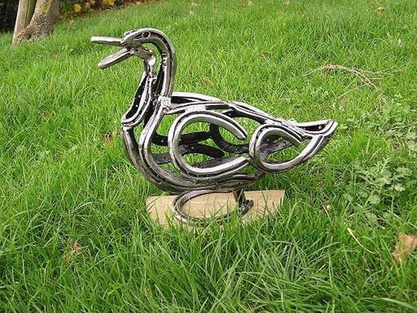 4-bird-duck-forgen-metal-garden-sculptures-art-from-horseshoes-by-Tom-Hill-England