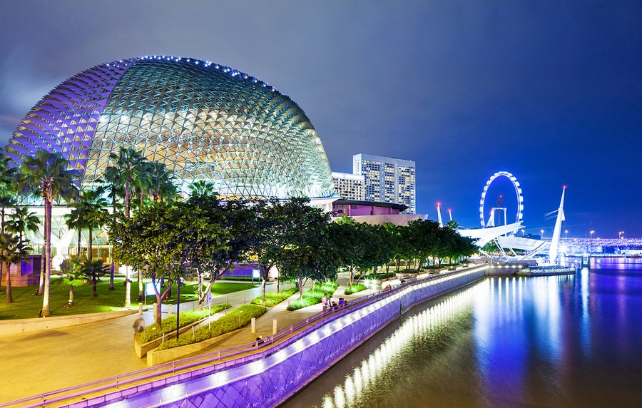 4-esplanade-marina-bay-singapore-biomimicry-in-modern-architecture-spiky-metal-roof-durian-fruit (2)_cr