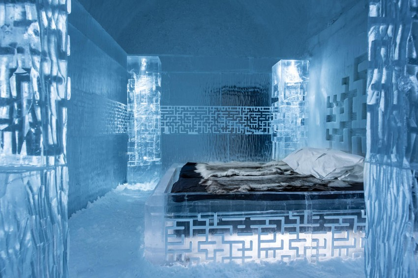 4-icehotel-sweden-cold-ice-room-interior-design-don't-get-lost-magical-labyrinth-hand-carved-ice-figures