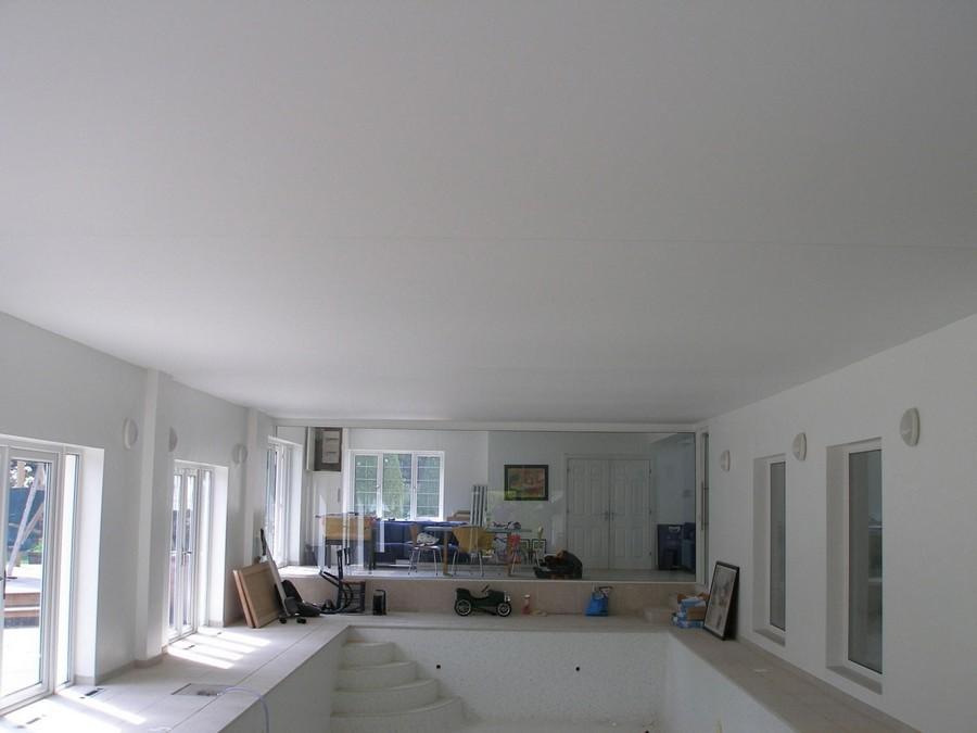 4-stretch-ceiling-in-interior-design-big-room-visible-seams-white-matte