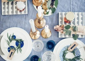 5-2-lapis-blue-color-in-interior-design-table-setting-napkins-tableware-tablecloth