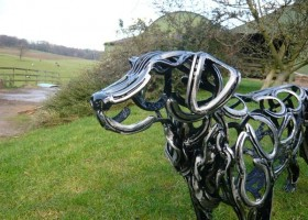 5-2-dog-golden-retriever-head-forgen-metal-garden-sculptures-art-from-horseshoes-by-Tom-Hill-England