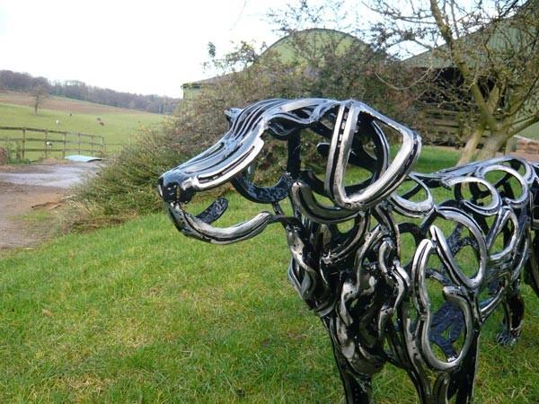 5-2-dog-golden-retriever-head-forgen-metal-garden-sculptures-art-from-horseshoes-by-Tom-Hill-England