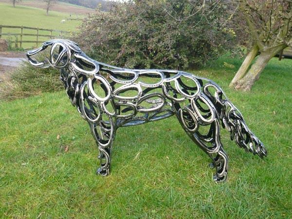 5-dog-golden-retriever-forgen-metal-garden-sculptures-art-from-horseshoes-by-Tom-Hill-England
