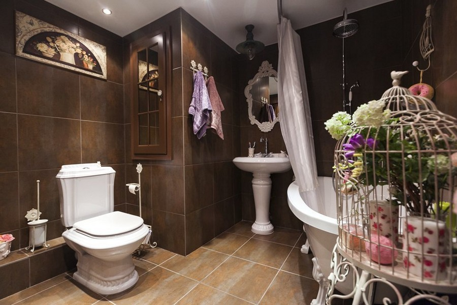 6-eclectic-provence-style-interior-design-brutal-bathroom-shabby-chic-toilet-bowl-wash-basin-claw-legs-bath-bird-cage