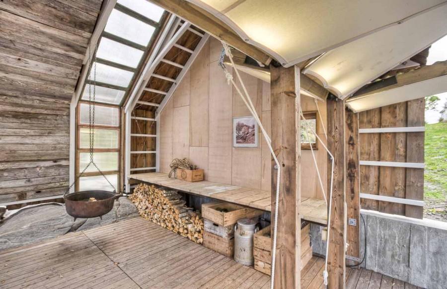 9-minimlaist-Scandinavian-style-bathhouse-sauna-in-Norway-interior-design-wood-window