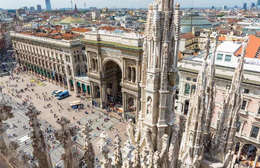 0-Milan-Italy-Duomo-Cathedral-square-panoramic-view-top-arches