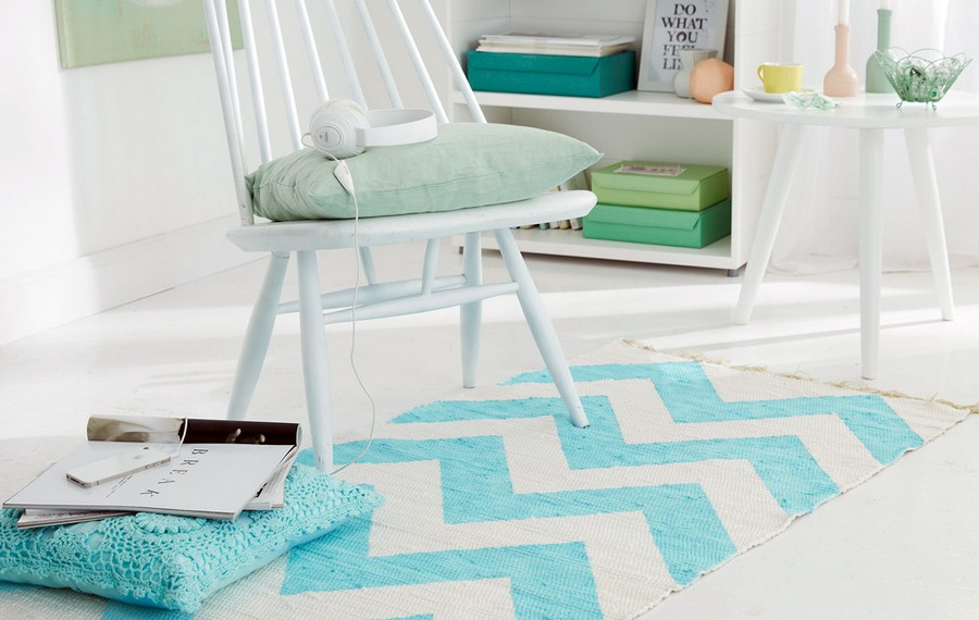 0-diy-handpainted-rug-with-zigzag-pattern-geometrical-blue-and-white