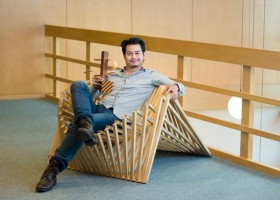 00-The-Rising-Chair-by-Robert-van-Embricqs-Dutch-designer-wooden-furniture-bamboo-folding-transforming-in-interior-design-living-room