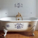 1-2-cast-iron-bath-bathtub-in-bathroom-interior-design-retro-style-blue-flowers-floral-pattern-shower-head-brass-vintage-wall-tiles-white-claw-foot