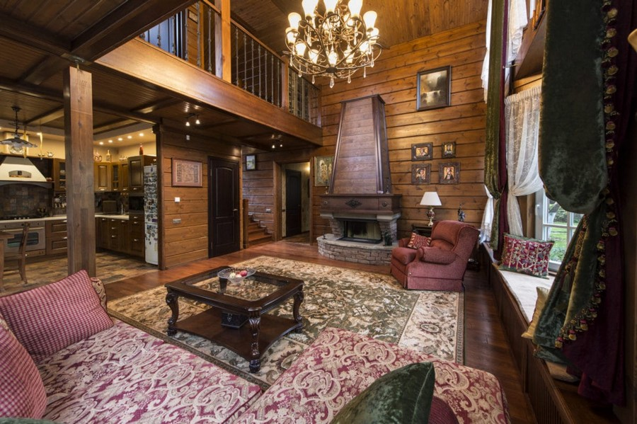 1-6-log-timber-wooden-house-interior-design-walls-chandelier-big-panoramic-windows-overdrapery-drapery-sheer-curtains-gallery-open-to-below-second-floor-floral-sofa-green-pink-brown-living-room-lounge-fireplace