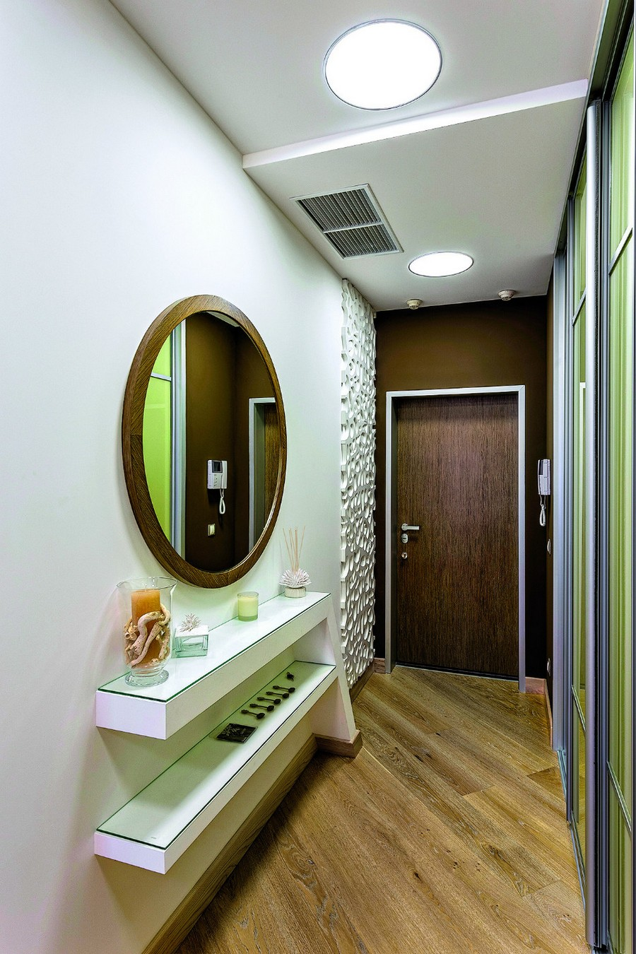 1-contemporary-style-entrance-hall-hallway-interior-design-plasterboard-sheetrock-3D-wall-decor-green-glass-built-in-closet-brown-door-white-wall-shelves-round-mirror-diagonal-parquetry