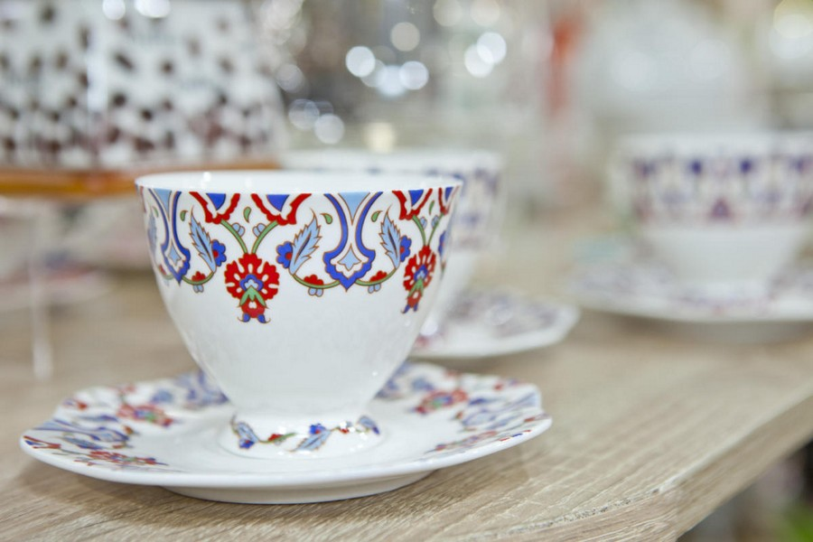 10-3-new-collection-of-tableware-and-home-decor-2017-by-Mayer-&-Boch-tea-cup-saucer-ethnic-Russian-motifs-blue-and-red