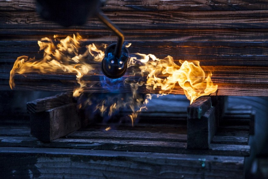 10-firing-burning-charring-wood-house-siding-exterior-lumber-boards-with-gas-burner