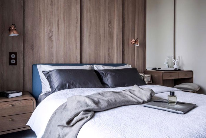 12-contemporary-minimalist-naturalistic-style-bedroom-interior-white-walls-gray-black-beige-accents-wooden-wall-panels-wood-grain-blue-headboard-bed-nightstands