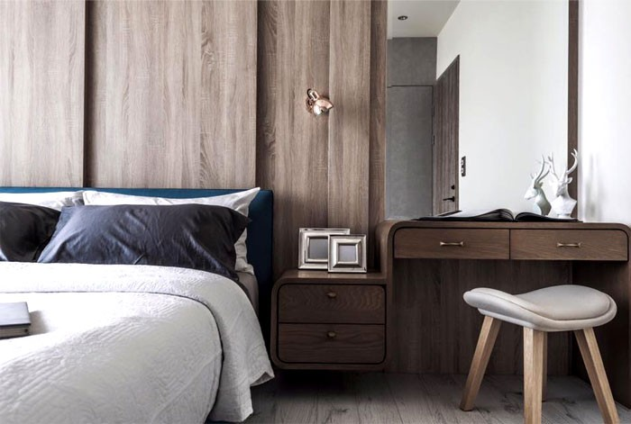 13-contemporary-minimalist-naturalistic-style-bedroom-interior-design-white-walls-gray-black-blue-accents-wooden-wall-panels-wood-grain-dressing-table-nightstands