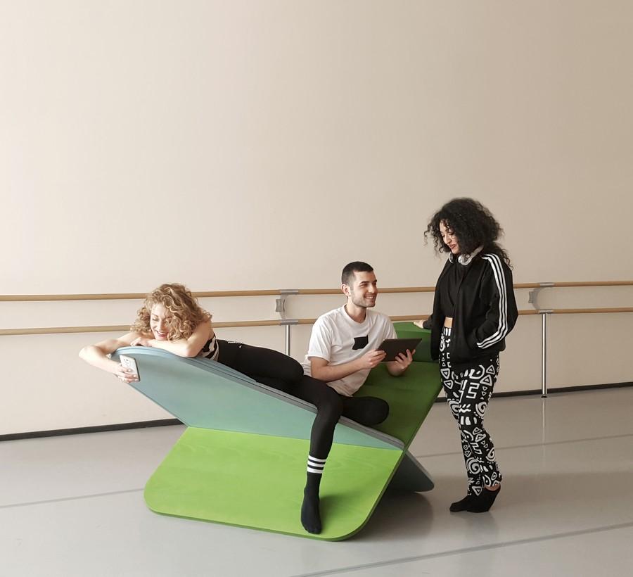 3-Joynout-Daydream-creative-seat-sitting-furniture-design-2017-Assaf-Israel-green-blue-ballet-room