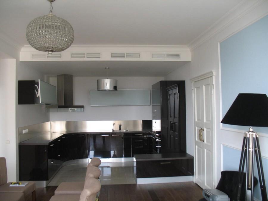 4-2-beautiful-creative-kitchen-backsplash-ideas-gray-stainless-steel-metal-countertop-black-base-cabinets-floor-lamp-open-concept-blue-walls-interior-design