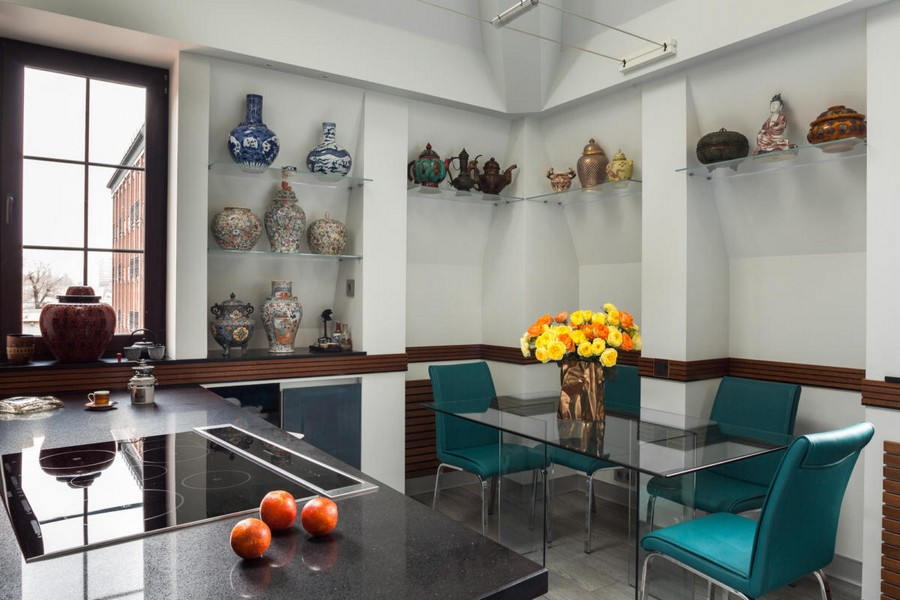 4-2-contemporary-style-open-concept-kitchen-dining-room-interior-design-white-walls-glass-table-blue-chairs-recessed-shelves-tableware-display-collection-ceramic-bowls-vases-flowers-window