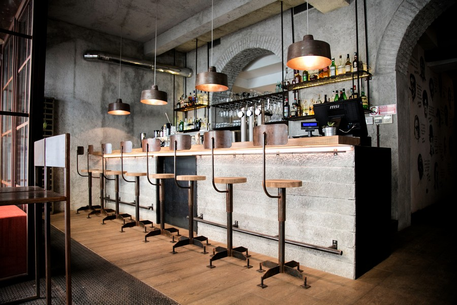 5-3-Gesto-restaurant-cafe-bar-in-Milan-Italy-loft-style-interior-design-exposed-wires-lamps-metal-vintage-bar-stools-gray-arched-walls-ceiling