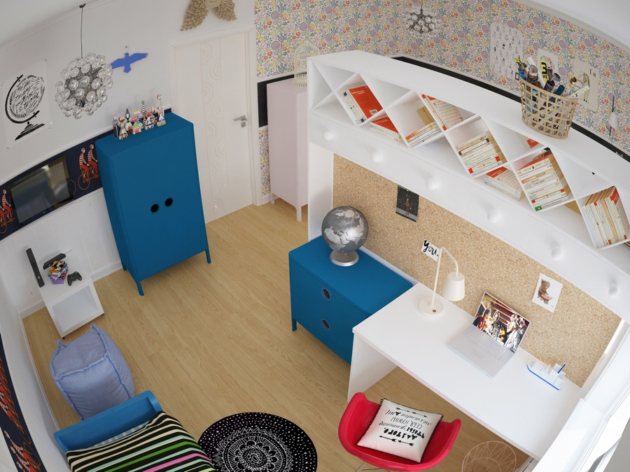 5-kids-children-toddler-room-interior-design-mixed-gender-boy-and-girl-shared-divider-partition-double-sided-work-station-desk-blue-and-red-accents-white-walls-furniture-corkwood-board-panel